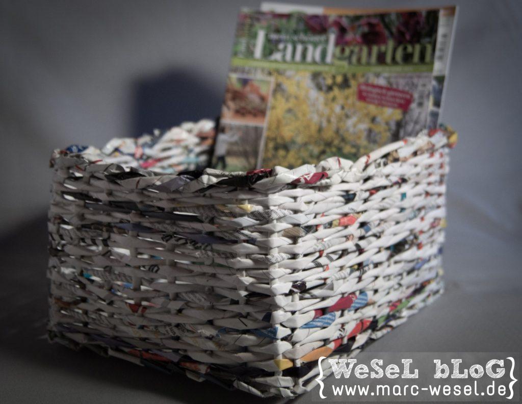 Zeitungsständer aus Papier