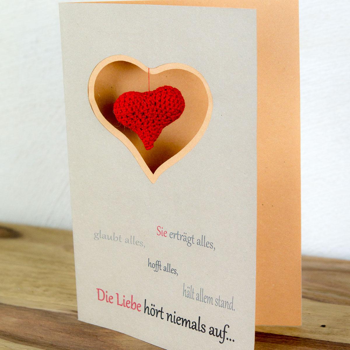 DIY Valentinskarte mit Häkelherz