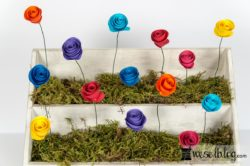 Deko-Idee Papierblumen Briefständer DIY