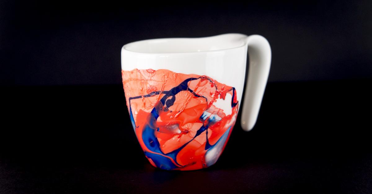 Marmorierte Tassen mit Nagellack
