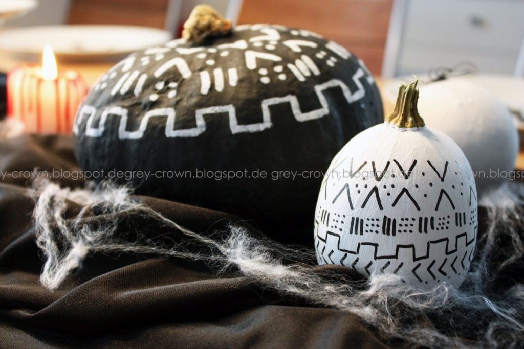 Happy Halloween - grey crown