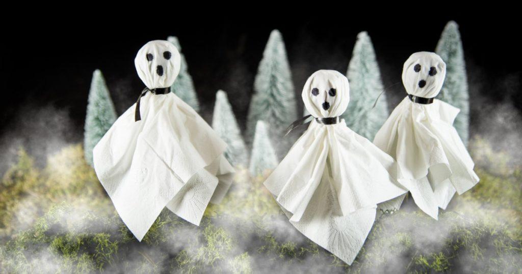 DIY Halloween-Geister aus Lollis und Taschentüchern
