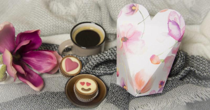 Einfache DIY Herzbox Zum Valentinstag *inkl. Plotter Freebie*